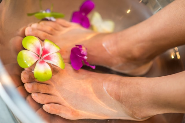 How To Get Rid Of Foot Fungus: 12 Simple Home Remedies